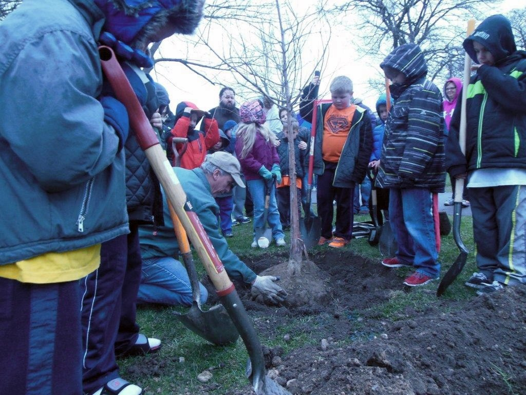 Arbor Day Tree Planting 2015 Willowbrook Park